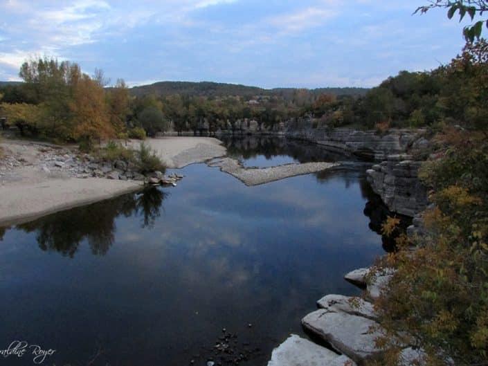 Une vue de l'Ardèche calme