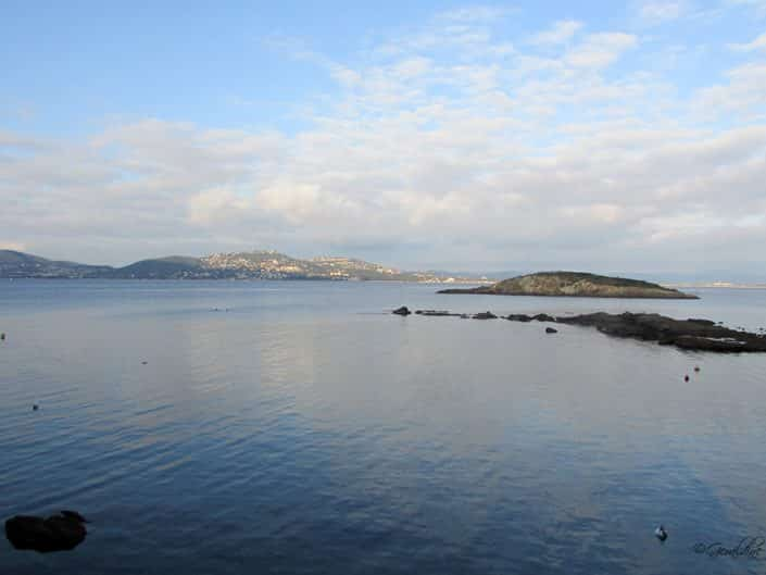 Vue éloignée de la presqu'île de Giens