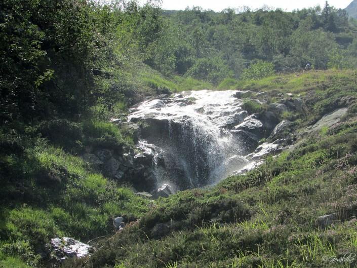 Cascade proche du lac de Bastampe