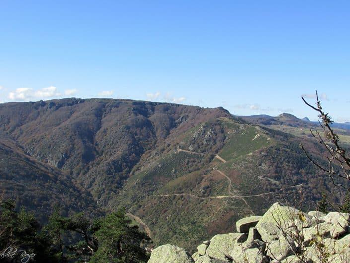 Le Mont Gerbier en haut à droite